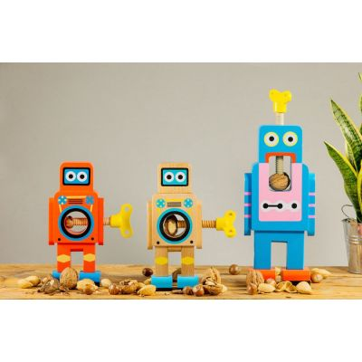 Robot Nut Cracker