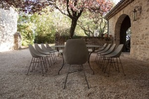 outdoor-dining-tables
