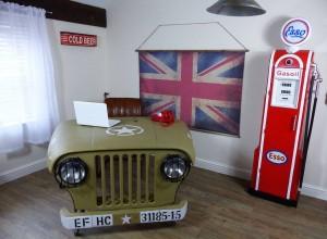 willys-jeep-desk